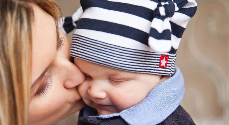 Alleinerziehende Mutter mit Baby